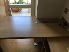 Rašomasis stalas.
