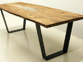 Modernus ąžuolinis stalas su metalinėmis kojomis