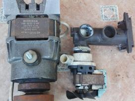 Variklis ir vandens pompa