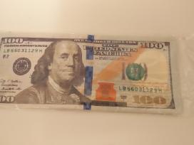 Piniginė 100 dolerių kupiūra