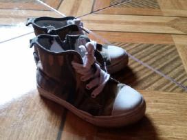 Ivairus batai