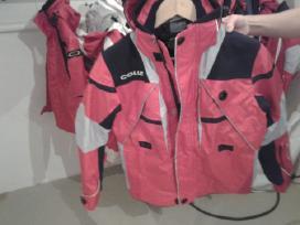 Parduodami itališki slidinėjimo kostiumai.