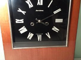 Rusiskas senovinis sieninis laikrodis jantar
