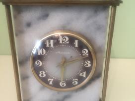 Rusiskas senas laikrodis molnija