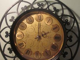 Rusiskas senas sieninis laikrodis jantar