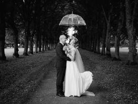 Vestuvinė suknelė pieno baltumo ilga