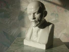 Lenino biustas.