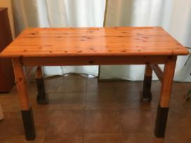 Natūralaus medžio rašomas stalas su stalčiais