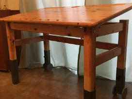 Natūraus medžio rašomas stalas su stalčiais