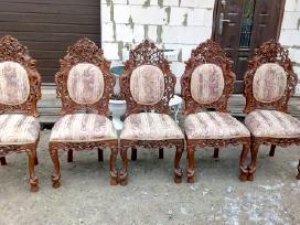 Aštuonios klasikinės drožinėtos kėdės