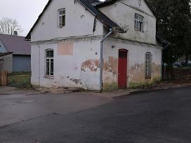 Parduodamos pastatas su sklypu