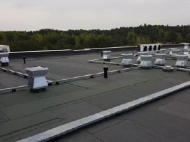 Dengiame plokščius stogus su rulonine danga