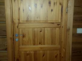 Medžio masyvo filinginės durys su stakta