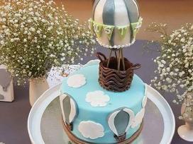 Konditeris (-ė), tortų puošėjas (-a)