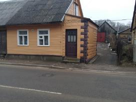 Namas labai geroje vietoje, miesto centre.