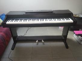 Skaitm. pianiną Korg Yamaha