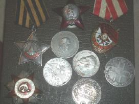 Perku zenkliuku kolekcijas, medalius, kryzius.