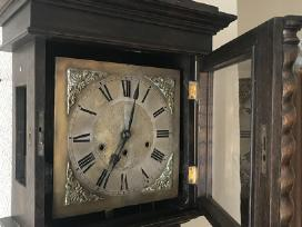 Senovinis pastatomas laikrodis