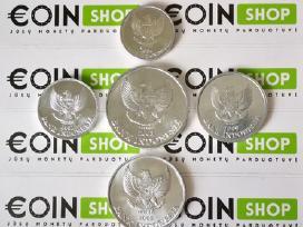 Daug ivairiu monetu komplektu