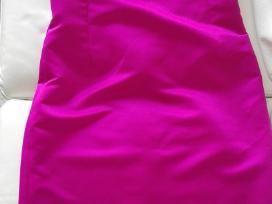 Fuksijos spalvos proginė suknelė per vieną petį