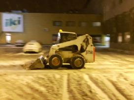 Sniego valymas ir išvežimas, druskos barstymas