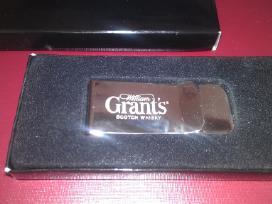 Pinigų segtukas dovanu dežutėja