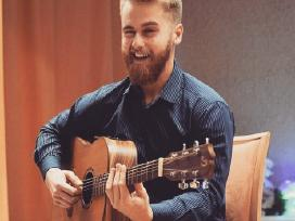 Gitaros mokytojas Karolis :)