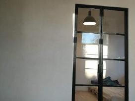 Metalo stiklo durys, kalviski dirbiniai