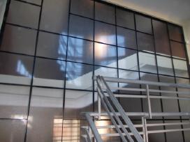 Metalo, grudinto stiklo durys, kalviski dirbiniai