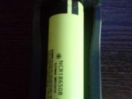 Universalus baterijų akumuliatorių pakrovėjas