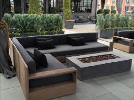 Modernūs medžio masyvo lauko baldai