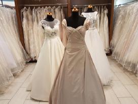 Pilkai rausvos pūdrinės spalvos vestuvinė suknelė