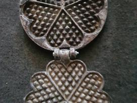 Senovinė čirviniu blynu kepimo forma