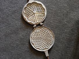 Tarybinė čirvinių blynų keptuvė, kepimo