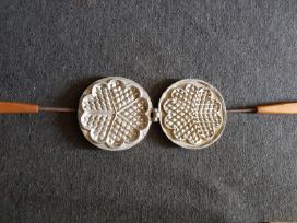 Senovine čirvinių blynų keptuvė medines rankenos