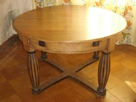 Prieskaris apvalus lietuviskas stalas