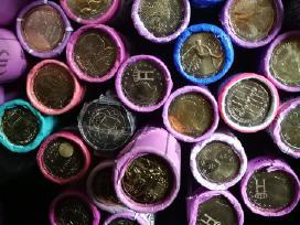 Daug ivairiu 2 euru monetu ritineliu