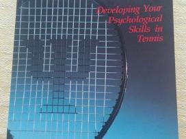 Parduodama knyga apie tenisą