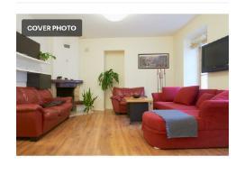 Parduodamas raudonas kampas,sofa ir fotelis.