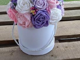 Popierinių gėlių puokštės dėžutėse