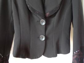 Juodas elegantiskas kostiumelis su kelnemis