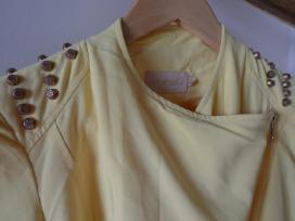 Ryskiai geltonas su metaliniais papuosimais