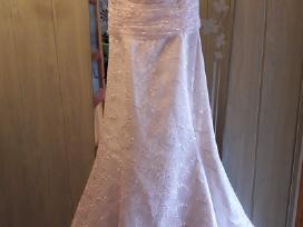 Parduodu klasikinę vestuvinę suknelę.