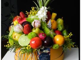 Valgoma vaisių puokštė