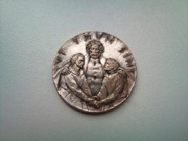 Itin retas medalionas