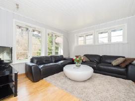 Sofa/sofos, juoda, tvirta oda, minkstos