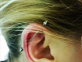 Profesionalus auskarų vėrimas