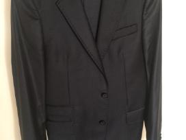 Juodas vyriškas kostiumas
