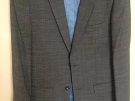 Pilkas vyriškas kostiumas