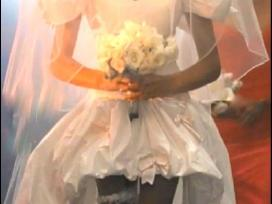Iš Guns N Roses klipo vestuvinė suknelė